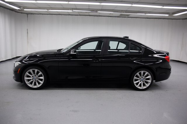 Pre-Owned 2018 BMW 320i xDrive